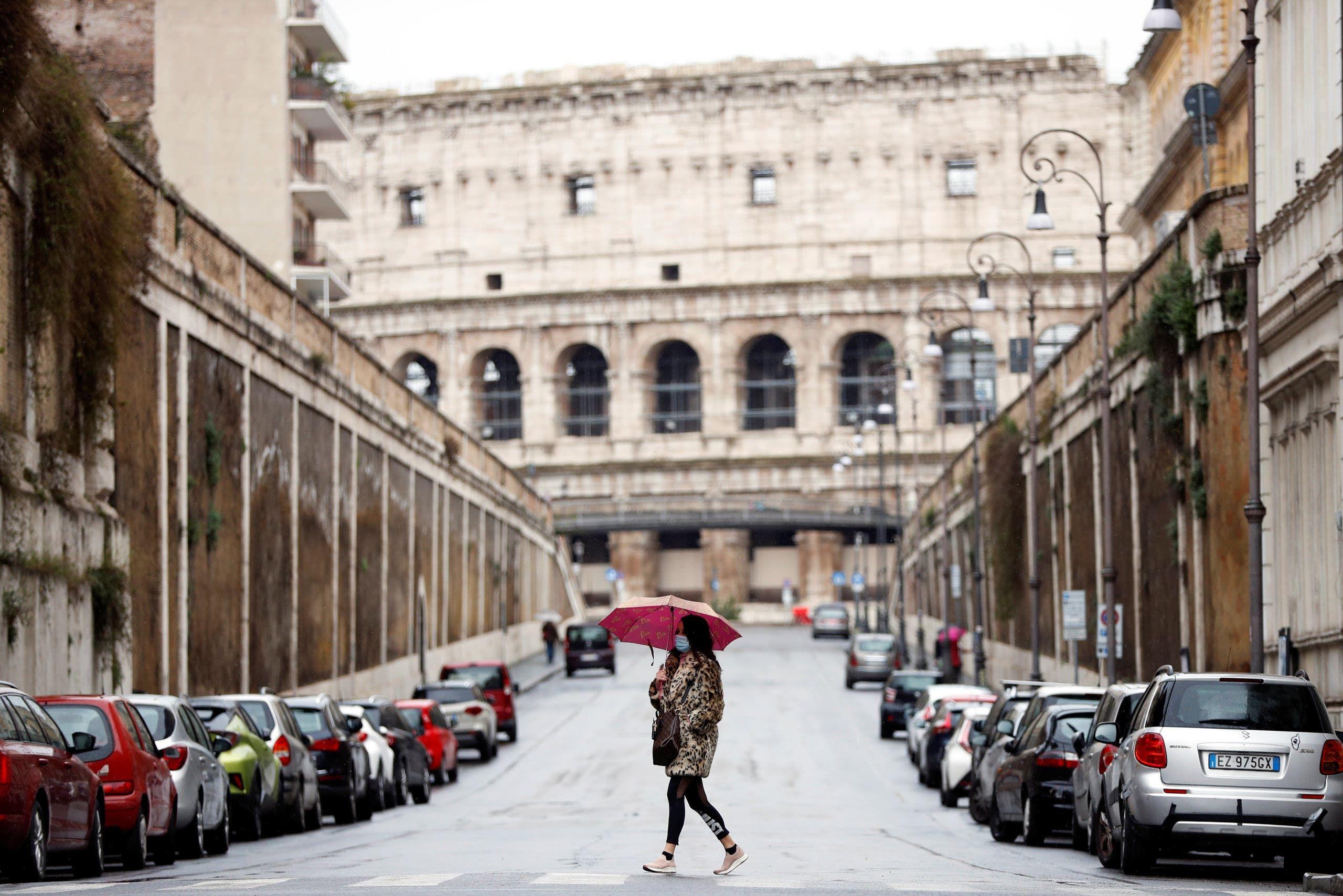 من أحد شوارع روما(رويترز)