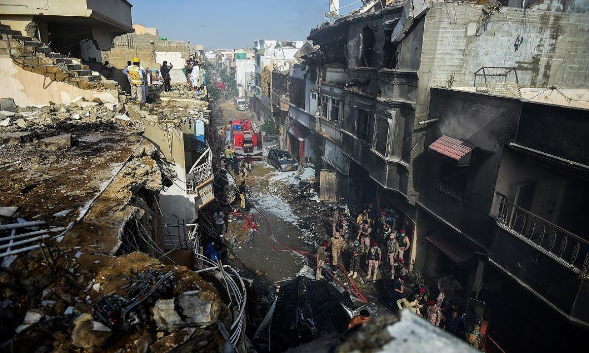 آثار النار التي اشتعلت ببعض المساكن بعد اخمادها