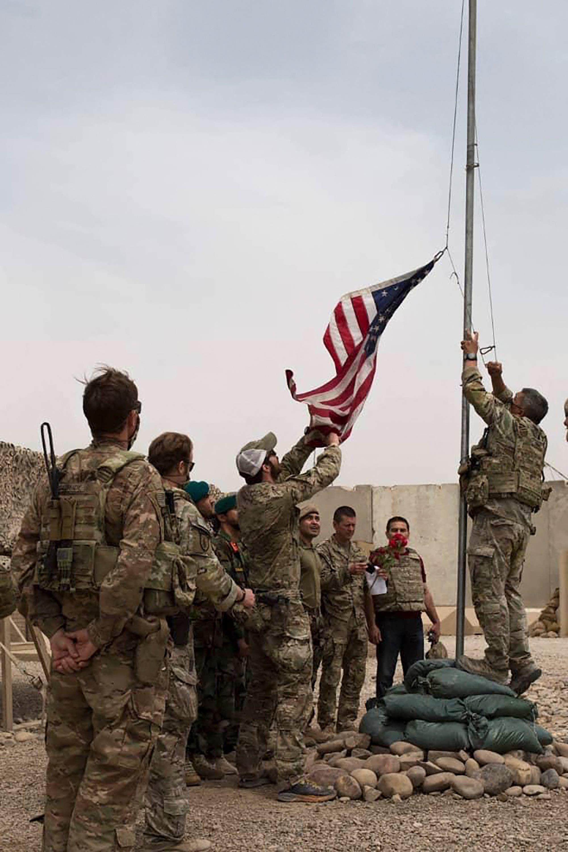 الجيش الأميركي يسلم قاعدة في هلمند للجيش الأفغاني