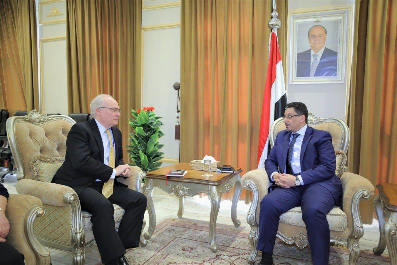 تيم ليندركينغ يلتقي وزير الخارجية اليمني في يونيو الماضي