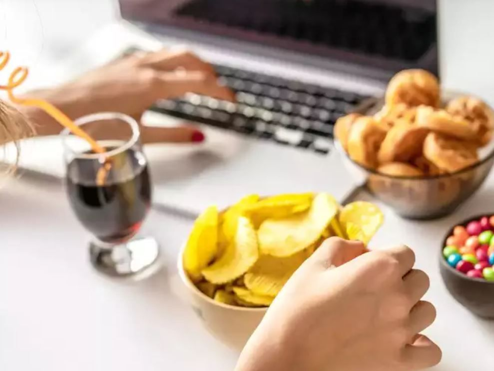 تجنب الاطعمة والمشروبات السكرية والمالحة