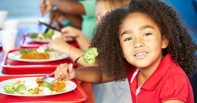 schoolchildren-lunch
