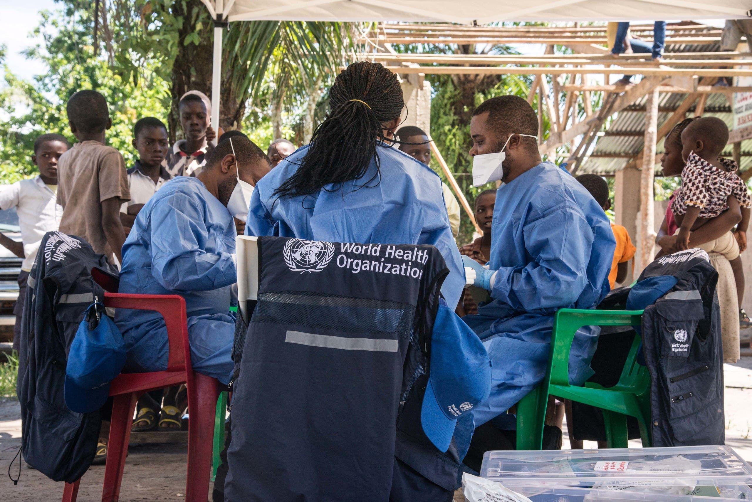 فريق من منظمة الصحة خلال حملة مكافحة ايبولا في الكونغو الديمقراطية في 2018 (أرشيفية)