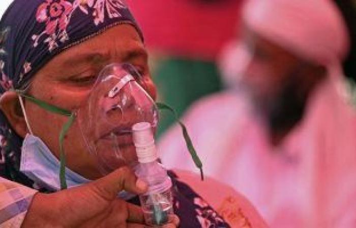 متى يجب دخول المستشفى بسبب فيروس كورونا.. أطباء بالهند يوضحون