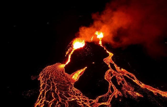 شاهد.. بركان يستيقظ من سبات استمر 6 آلاف عام