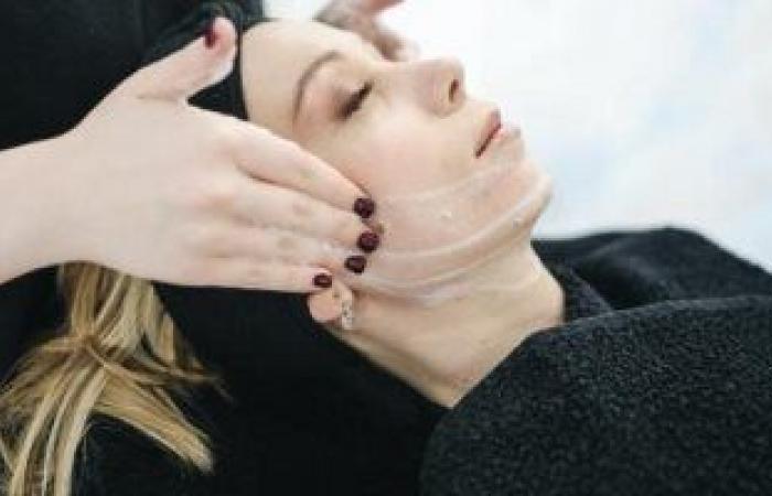 تعرفى على أنواع تقشير البشرة لتجديد الجلد وعلاج التجاعيد