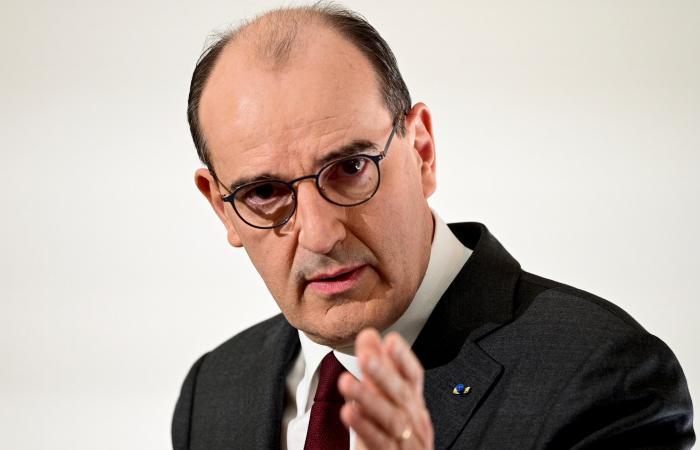 شاهد صفعة على وجه الرئيس الفرنسي ماكرون.. المهاجم يهتف: تسقط الماكرونية