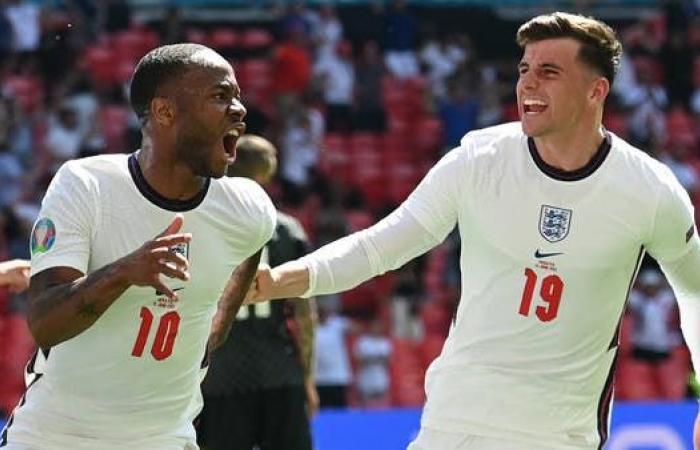 عزل ثنائي منتخب إنجلترا بعد مخالطة لاعب أسكتلندا