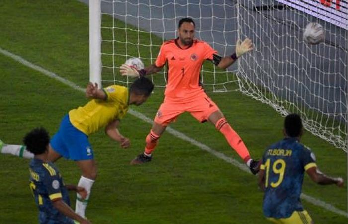 """رأسية كاسيميرو تؤهل البرازيل وتعقد حظوظ كولومبيا في فوز """"مثير للجدل"""""""