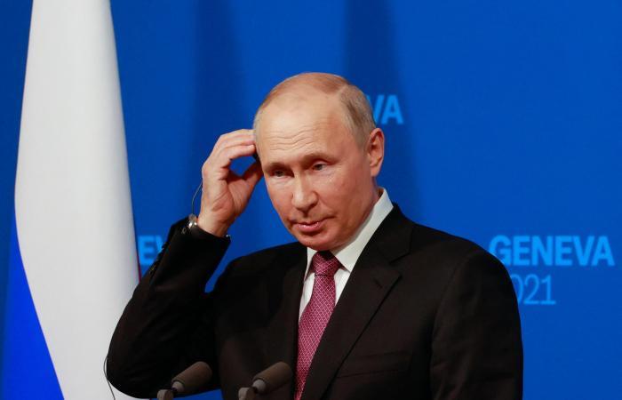 ميركل وماكرون: نريد حواراً مفتوحاً وحازماً مع موسكو