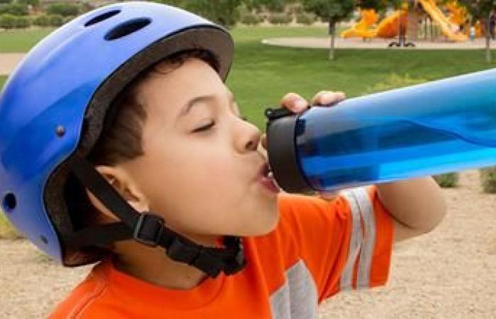 نصائح لحماية طفلك من الموجة الحارة .. أبرزها شرب الماء وارتداء ملابس قطنية