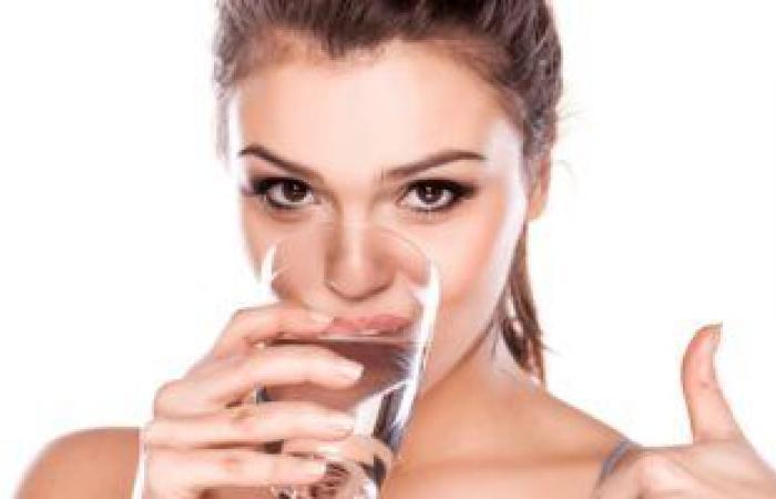 للحد من جفاف البشرة.. استخدام واقى الشمس وتناول الماء الحل