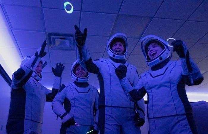 سبيس إكس تطلق مهمتها المأهولة الخاصة إلى الفضاء