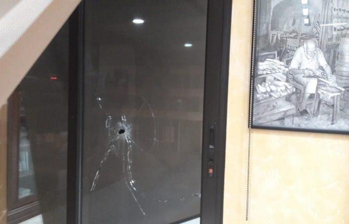 رصاصات طائشة من عين الحلوة الى مكتب رئيس بلدية صيدا