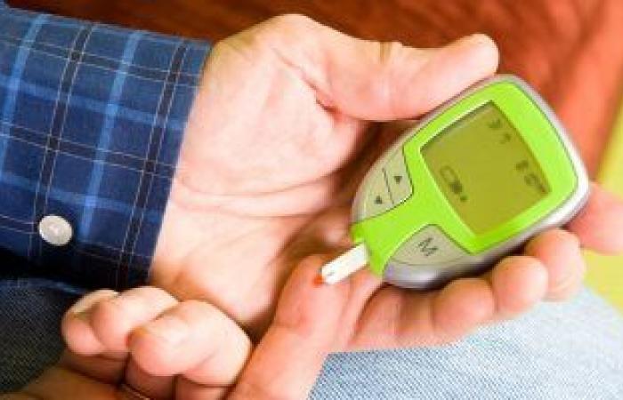 هل الوقوف يساعد فى زيادة حساسية جسمك للأنسولين وتحسين وظيفته؟.. دراسة تكشف