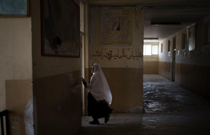 """بلا تحديد موعد.. طالبان """"سنسمح بعودة الفتيات للمدارس"""""""