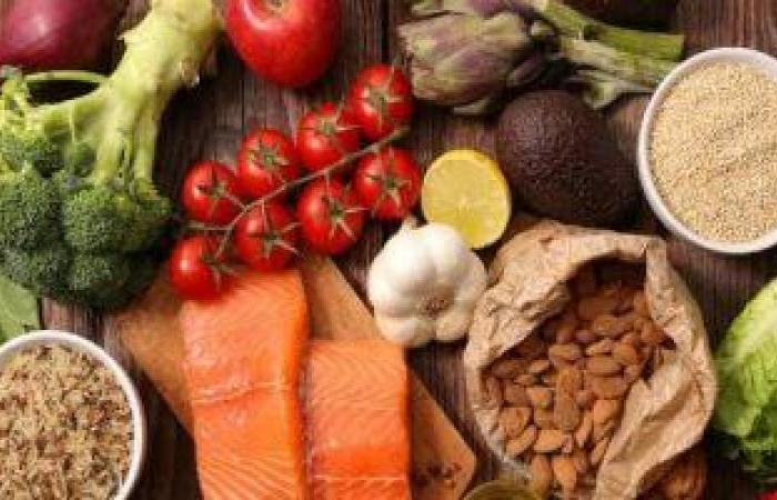 الفواكه والخضروات والتمارين الرياضية مفتاح الصحة والسعادة.. دراسة تكشف