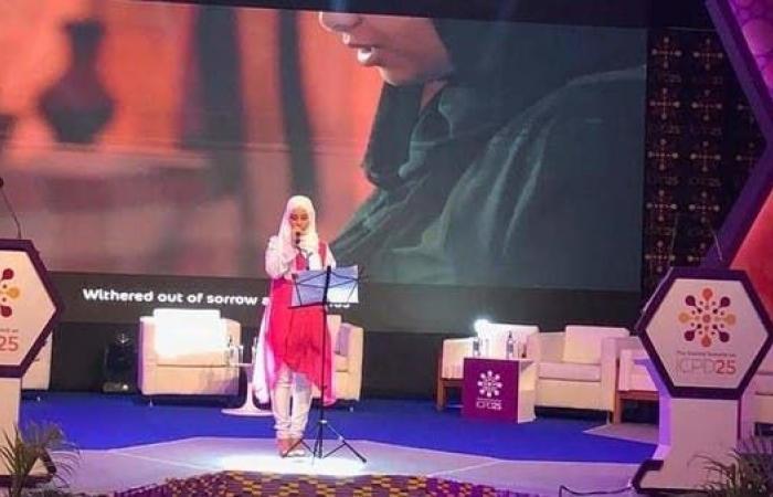 """إيمي هيتاري.. يمنية تواجه فوهات الدبابات بأغنيات """"الإنمي"""""""