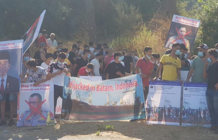 تظاهرة أمام السفارة الاندونيسية إحتجاجاً على إستمرار خطف باخرة شحن لبنانية