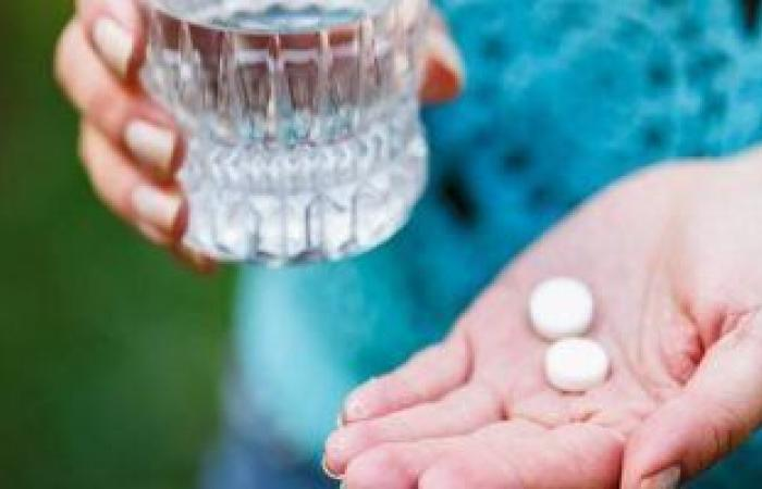 """""""CNN"""" علماء وباحثون يحذرون من تناول الأسبرين يوميًا للوقاية من أمراض القلب"""