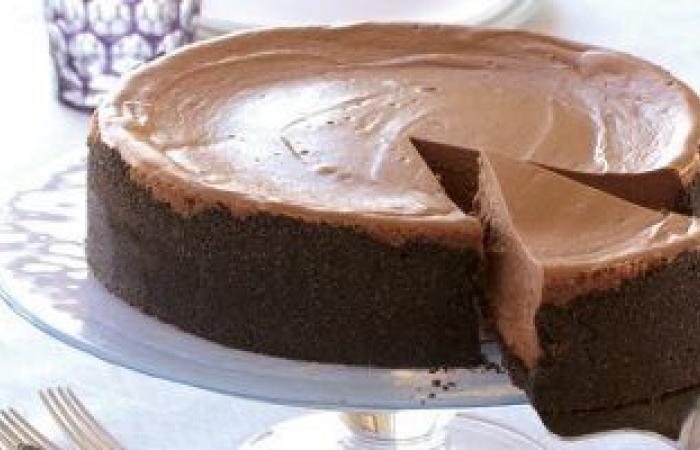 هل تعاني من حساسية الشوكولاتة؟ .. انتفاخ الوجه والصداع أبرز الأعراض