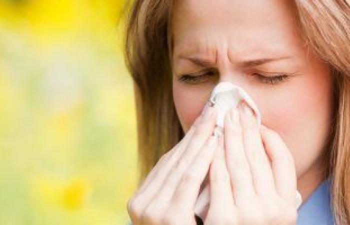 فوائد الغرغرة بالماء المالح.. تعالج التهاب الحلق وقروح الفم